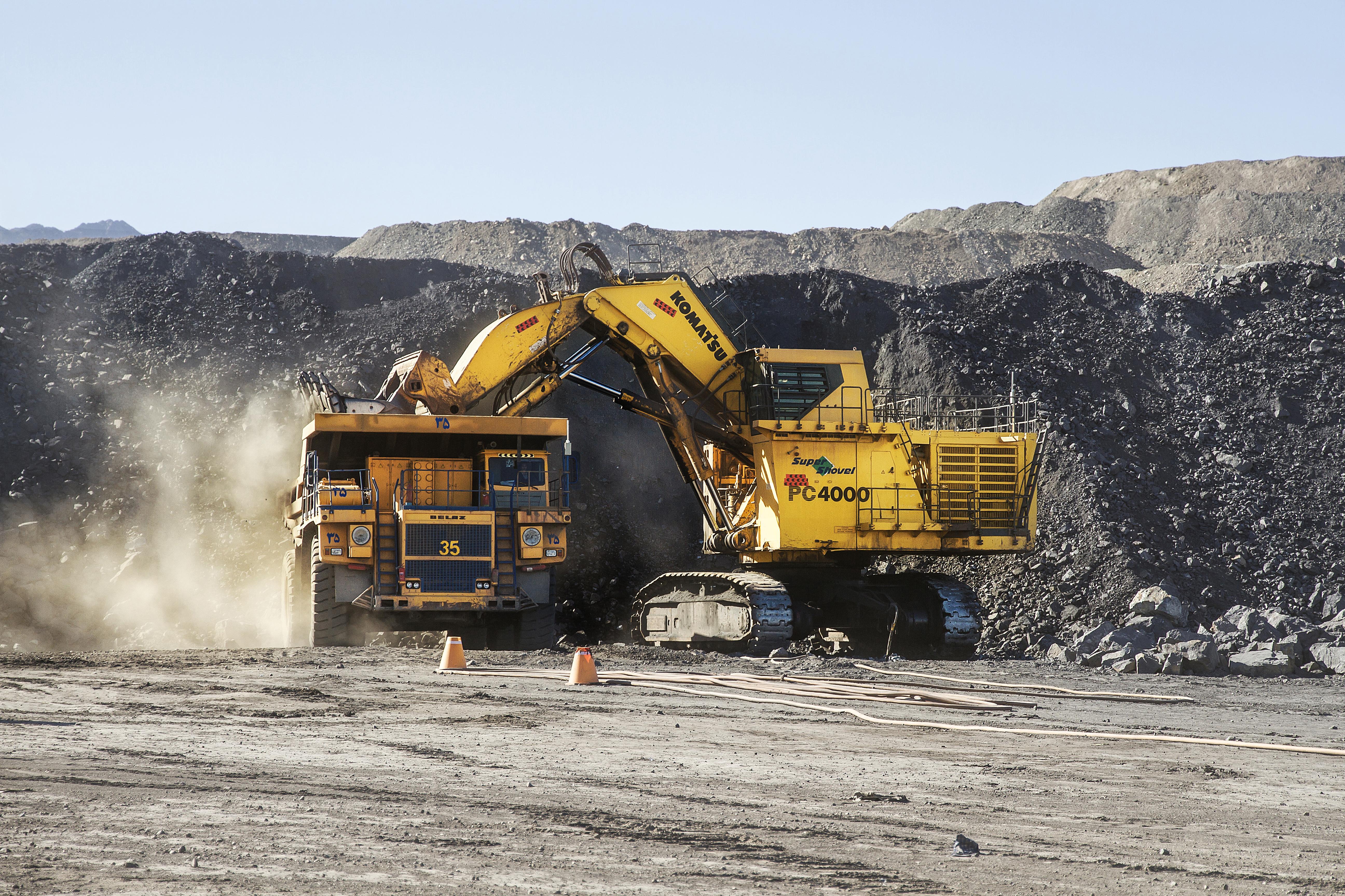 استخراج و بهره برداري معدن مجتمع سنگ آهن چادرملو